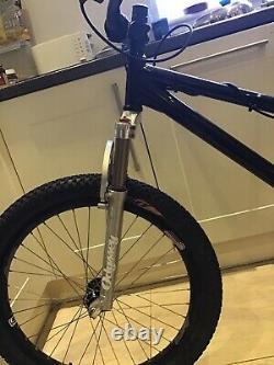 Vélo Dmr Jump. 26 Roues. Nouveau Système De Freinage Et Disque